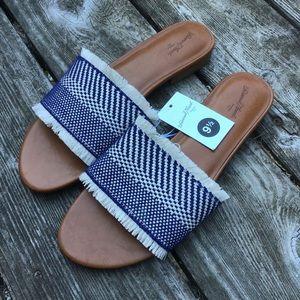 NWT Universal Thread flat sandals